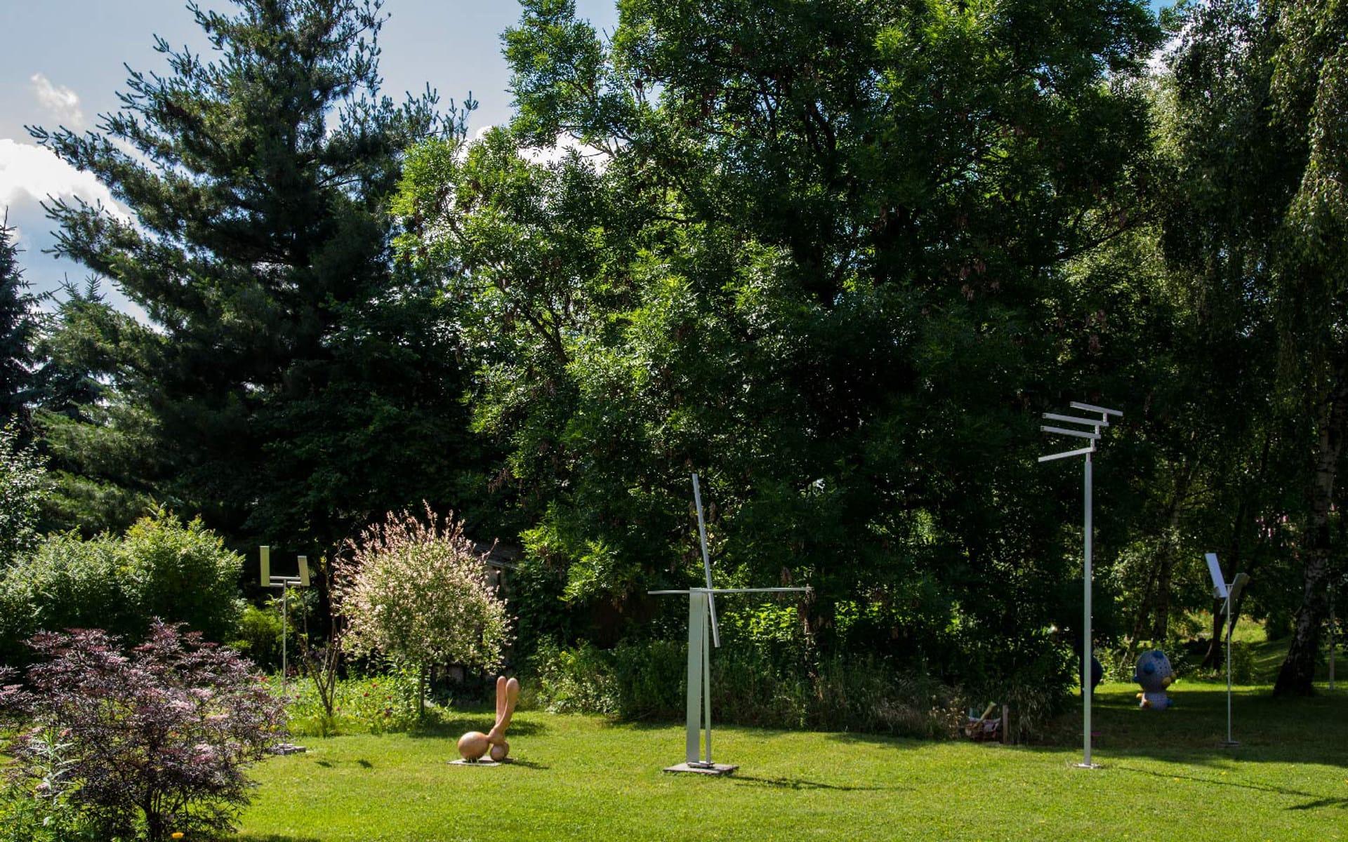 Kunsttour Betzin-Brunne - Skulpturengarten mit vielen Objekten und Statuen