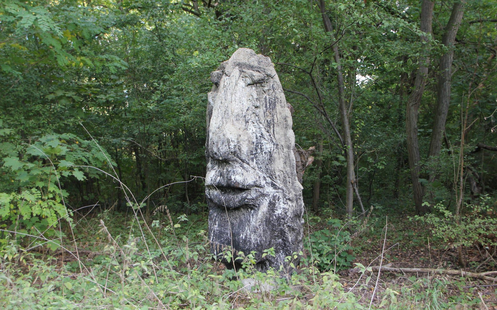 Kunsttour Karwe - Eine Skulptur als Kopfform auf dem Kunstpfad