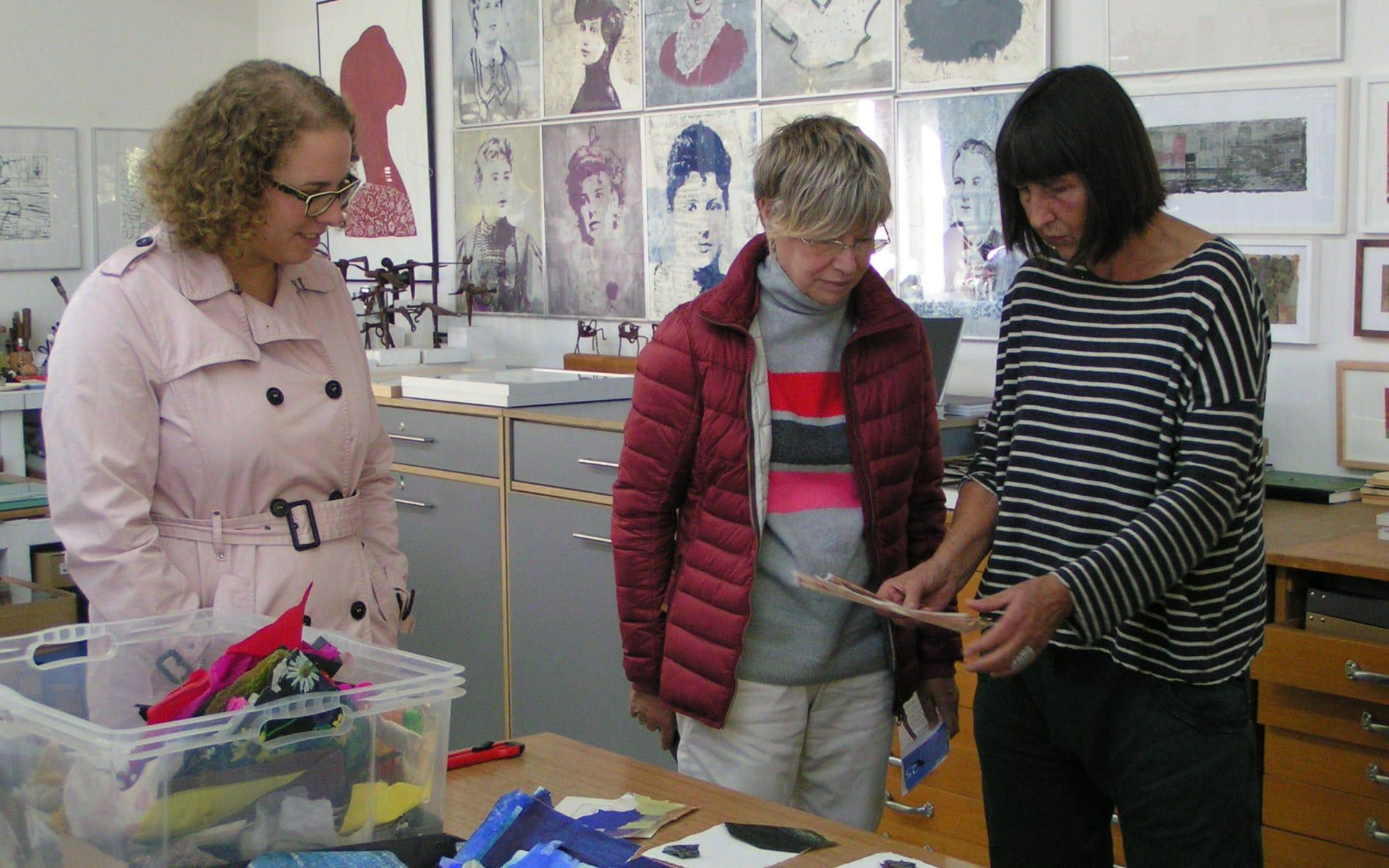 Kunsttour Stechlin - Workshop Collage im Atelier mit Künstler und zwei Gästen